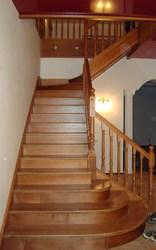 Лестницы из массива дуба. бука. ясеня под заказ